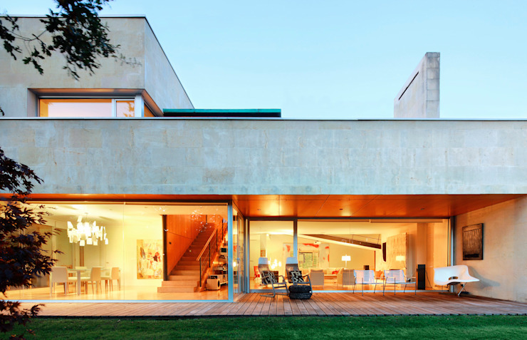 Modern balcony, veranda & terrace by Hoz Fontan Arquitectos Modern