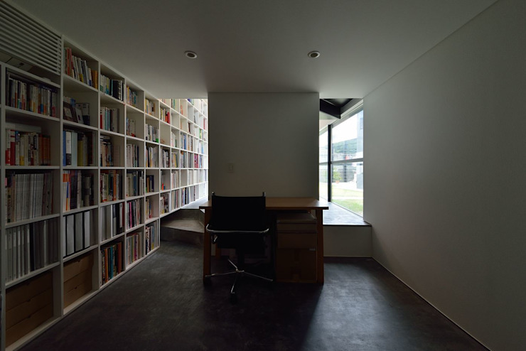 MO-HOUSE モダンデザインの 書斎 の 株式会社長野聖二建築設計處 モダン
