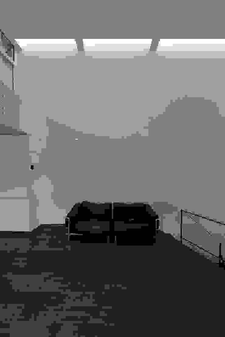MO-HOUSE モダンデザインの リビング の 株式会社長野聖二建築設計處 モダン
