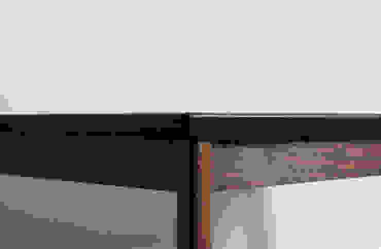 Leg table by JEONG JAE WON Furniture 정재원 가구