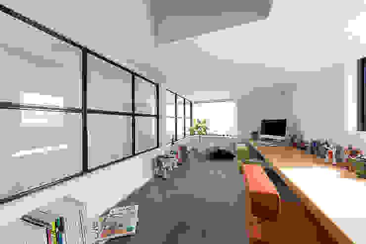 Ruang Studi/Kantor Gaya Eklektik Oleh ラブデザインホームズ/LOVE DESIGN HOMES Eklektik