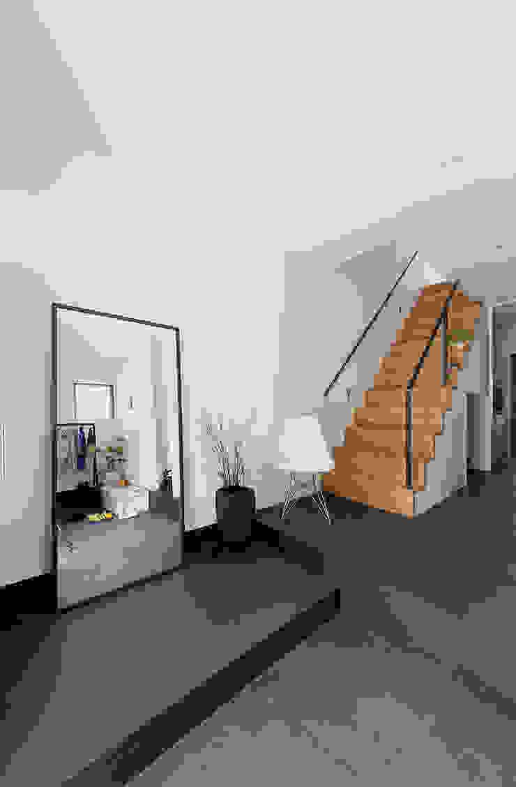 秘密基地のある家 オリジナルスタイルの 玄関&廊下&階段 の ラブデザインホームズ/LOVE DESIGN HOMES オリジナル