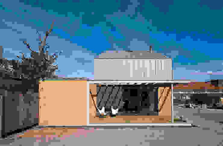 universal house Moderne balkons, veranda's en terrassen van groenesteijn architecten Modern