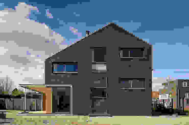 universal house gevel Moderne huizen van groenesteijn architecten Modern