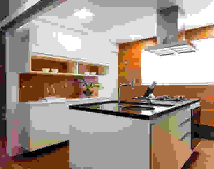 Amaury – São Paulo Cozinhas modernas por TICIANA BADRA ARQUITETURA E INTERIORES Moderno