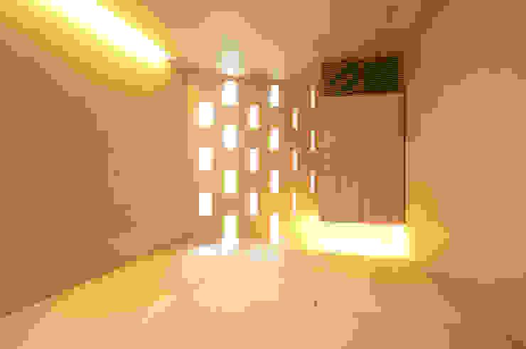 親棟1F、和室: 株式会社nSTUDIOが手掛けた現代のです。,モダン