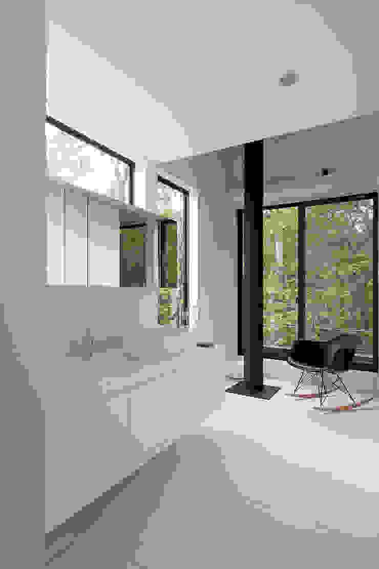 森の緑を楽しむみんなの集まる家 オリジナルスタイルの お風呂 の ラブデザインホームズ/LOVE DESIGN HOMES オリジナル