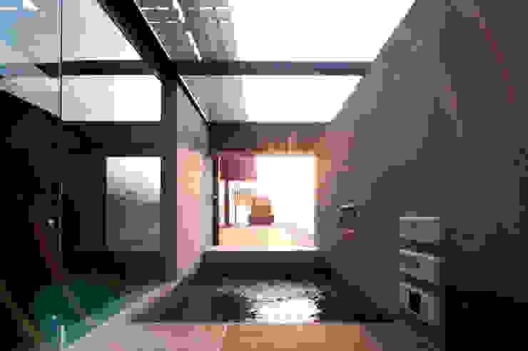 親棟2F、露天風呂: 株式会社nSTUDIOが手掛けた現代のです。,モダン