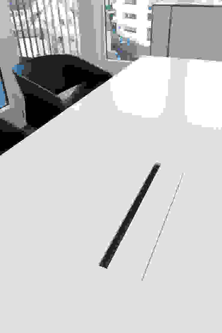 Tischplatte in Corian mit Tischfeld Moderne Bürogebäude von PFERSICH Büroeinrichtungen GmbH Modern