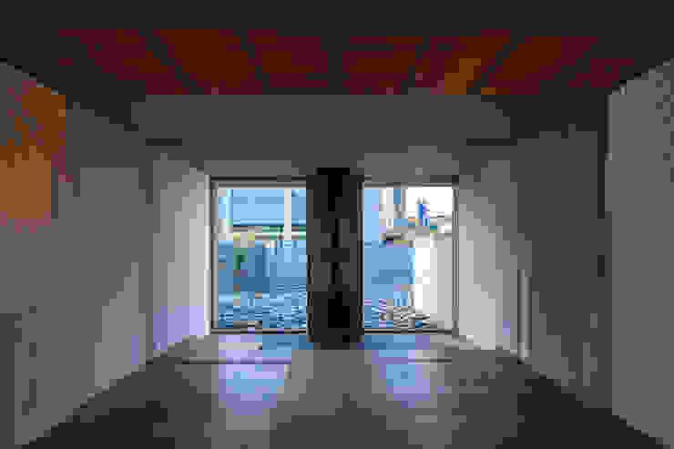 居間 ミニマルな 家 の 川添純一郎建築設計事務所 ミニマル