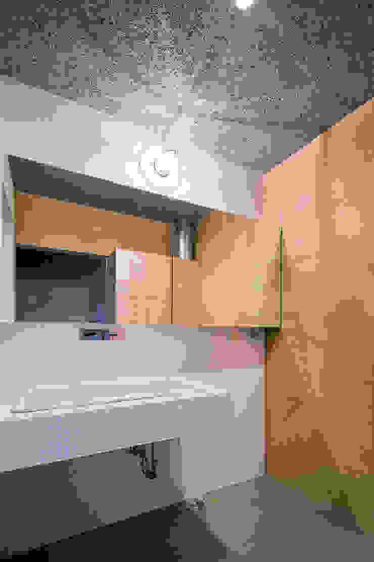 洗面脱衣室 ミニマルスタイルの お風呂・バスルーム の 川添純一郎建築設計事務所 ミニマル
