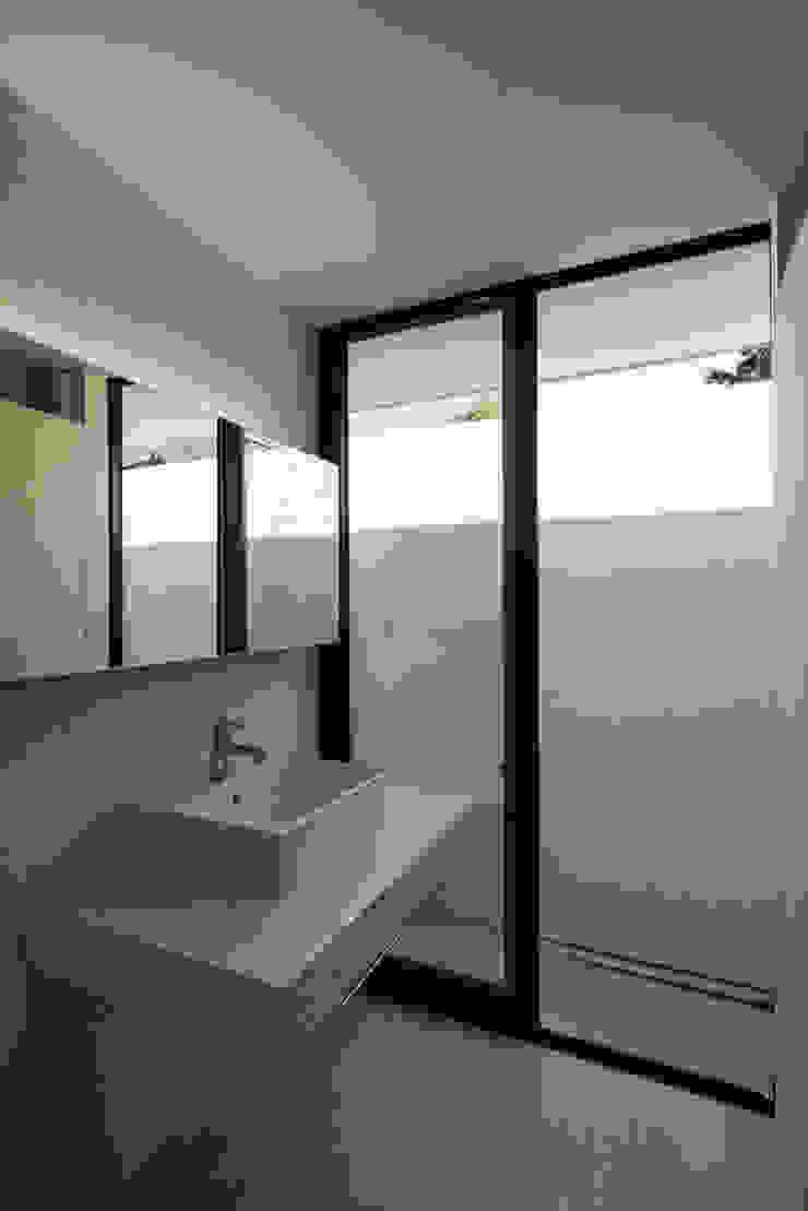 洗面脱衣室 ミニマルな 家 の 川添純一郎建築設計事務所 ミニマル