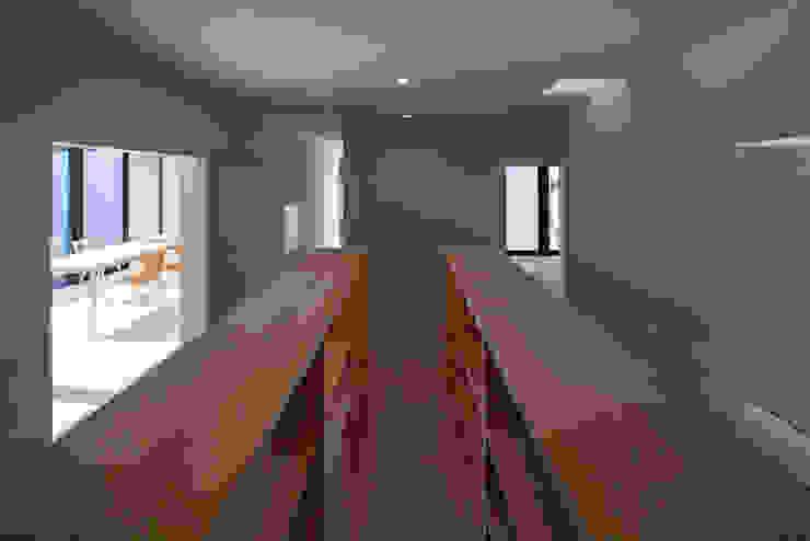 本棚のあるフリースペース ミニマルな 家 の 川添純一郎建築設計事務所 ミニマル