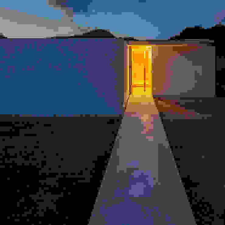 外観夜景 ミニマルな 家 の 川添純一郎建築設計事務所 ミニマル