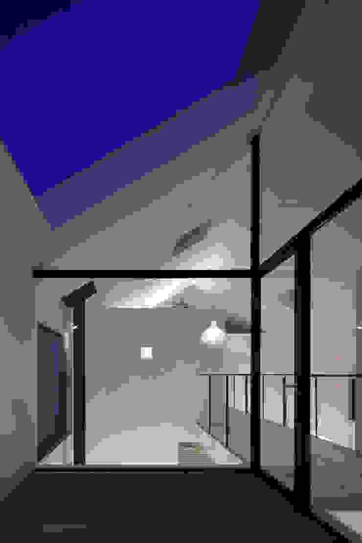 バルコニー夜景 ミニマルな病院 の 川添純一郎建築設計事務所 ミニマル