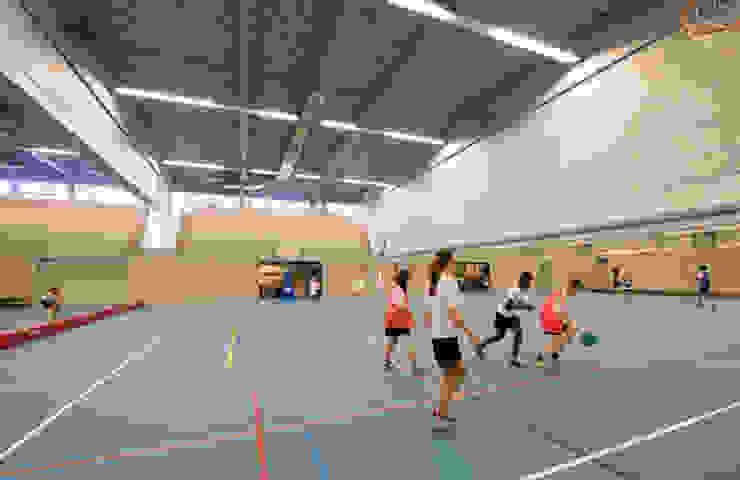 Sporthal Munnikenheide College, Etten-Leur: modern  door Liag Architecten en Bouwadviseurs, Modern