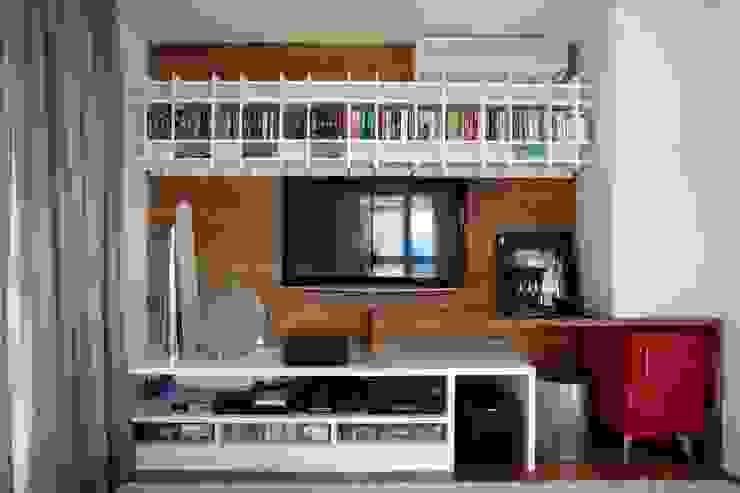 Apartamento Alto de Pinheiros (villa lobos): 450m2: Salas de multimídia  por Viviane Dinamarco Design de Interiores