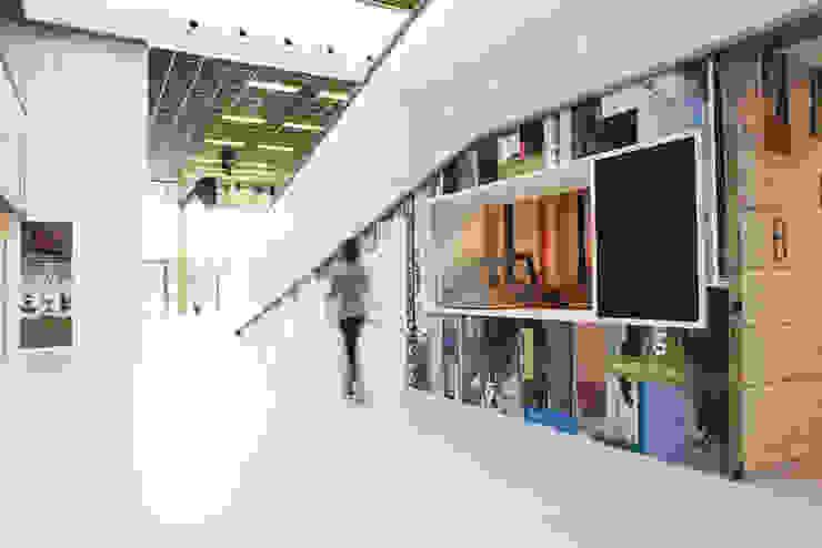 Lyceum Schravenlant: modern  door Liag Architecten en Bouwadviseurs, Modern