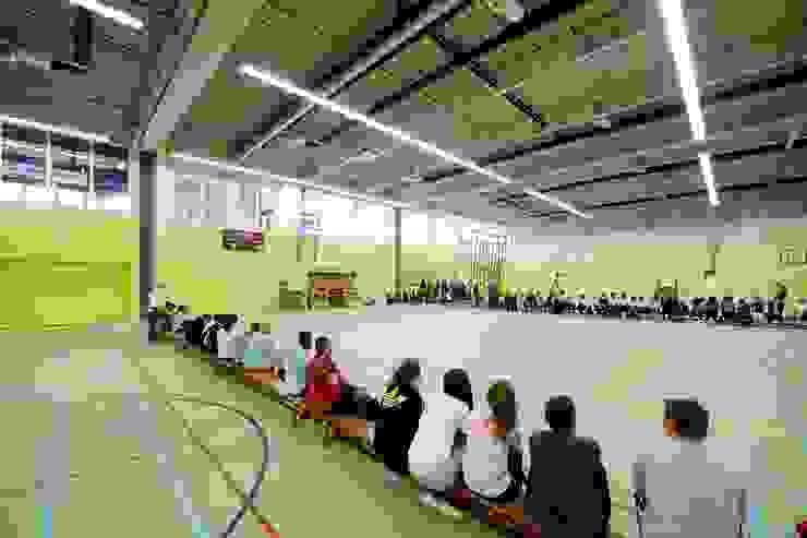 Sportcomplex Strijp: modern  door Liag Architecten en Bouwadviseurs, Modern