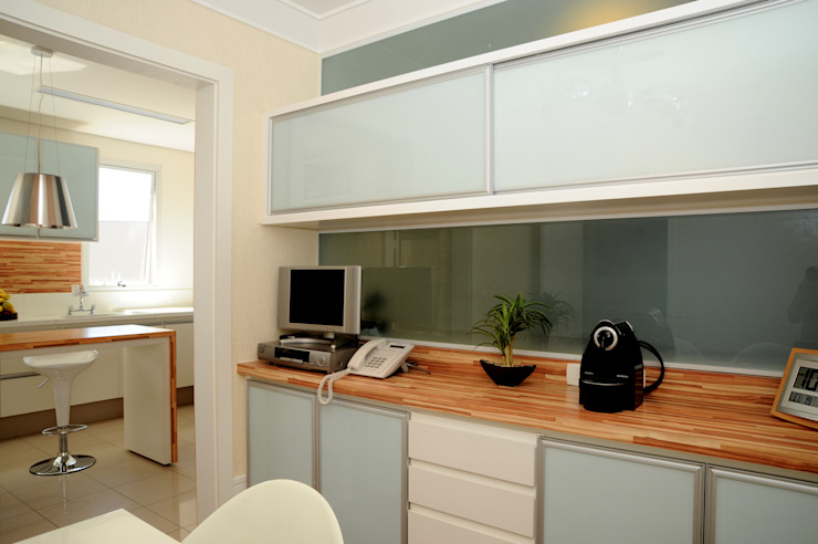 Apartamento Alto de Pinheiros (villa lobos): 450m2: Cozinha  por Viviane Dinamarco Design de Interiores