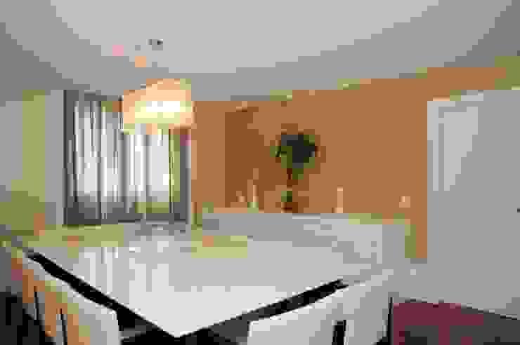 Apartamento Alto de Pinheiros (villa lobos): 450m2: Sala de jantar  por Viviane Dinamarco Design de Interiores