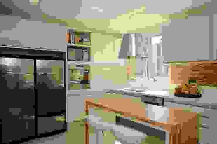 Apartamento Alto de Pinheiros (villa lobos): 450m2 por Viviane Dinamarco Design de Interiores Moderno