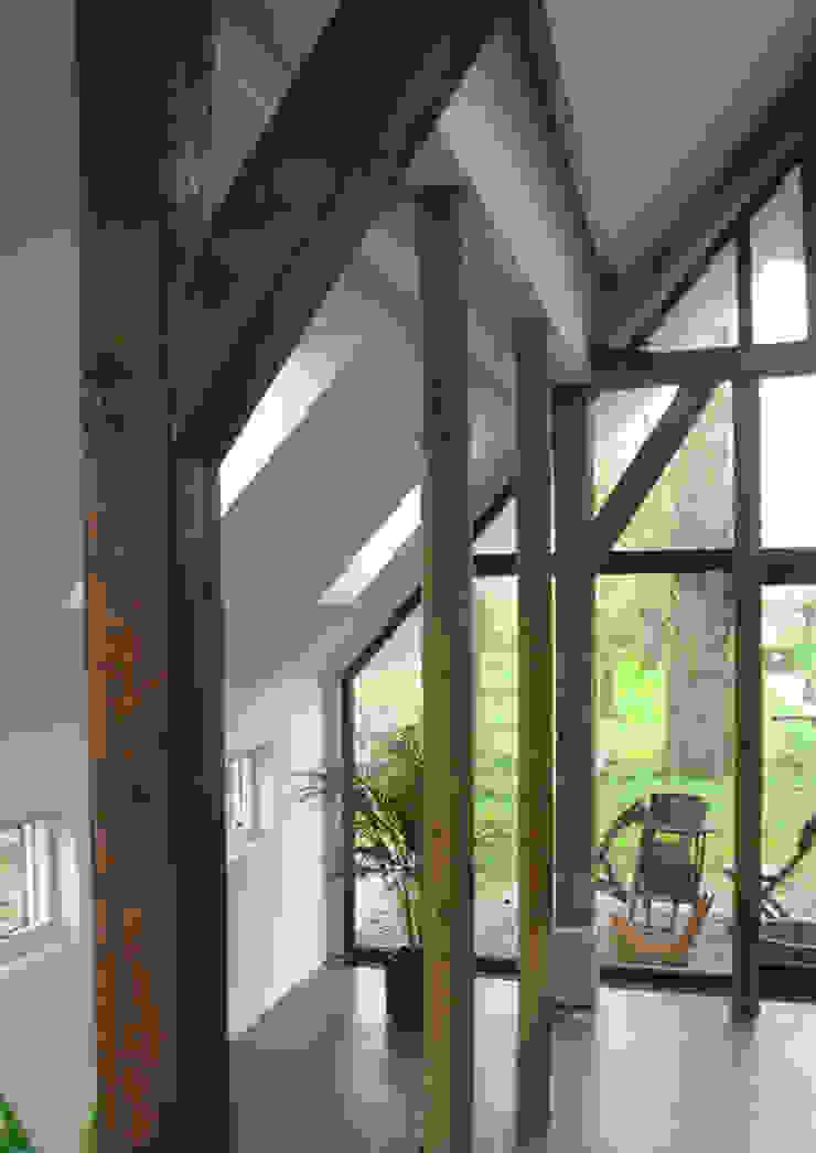 woonboerderij Moderne woonkamers van No Label Modern