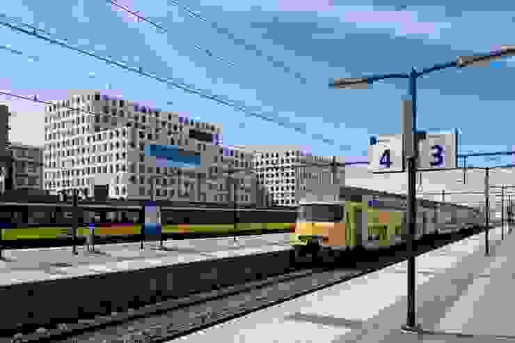 ROC Mondriaan Laak II: modern  door Liag Architecten en Bouwadviseurs, Modern