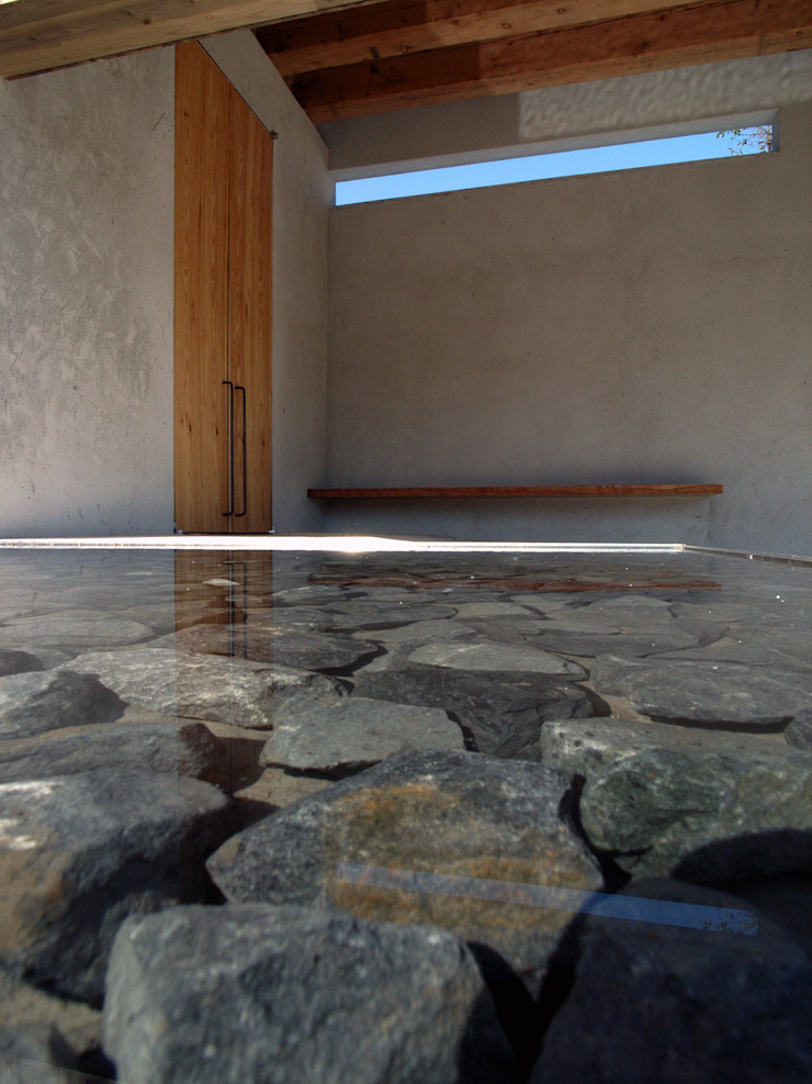 BREATH|中庭と水盤のある家 モダンな 家 の 中庭のある家|水谷嘉信建築設計事務所 モダン
