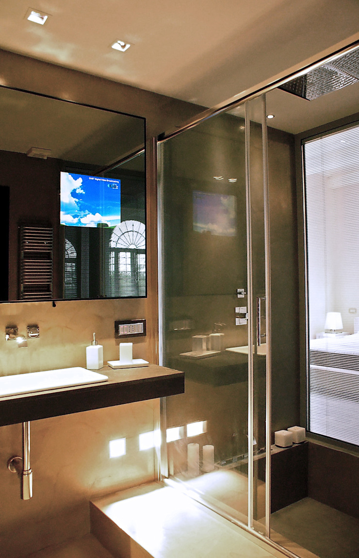 mirror tv lcd Case moderne di FSD Studio Moderno