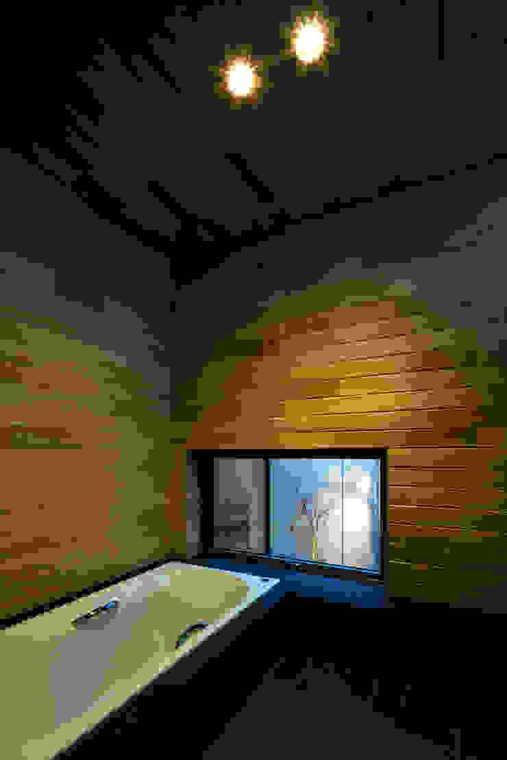 オオヤネコート モダンスタイルの お風呂 の 有限会社TAO建築設計 モダン