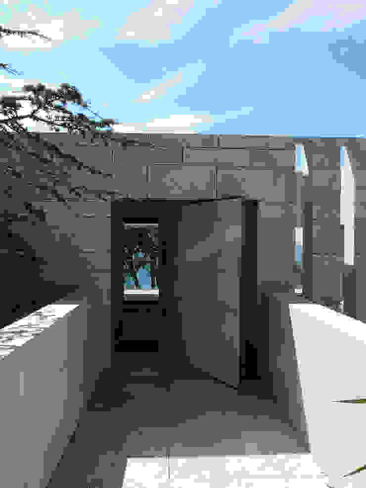 Porte d'entrée - ouverte Hamerman Rouby Architectes Couloir, entrée, escaliers