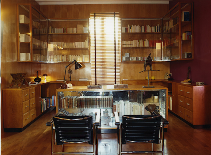 Escritórios clássicos por Agence d'architecture intérieure Laurence Faure Clássico