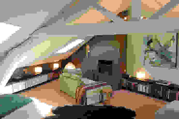 Loft dans un ancien entrepôt Chambre originale par Agence d'architecture intérieure Laurence Faure Éclectique