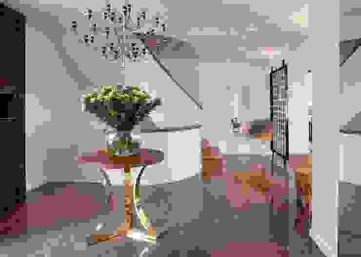 HANDE KOKSAL INTERIORS Modern Corridor, Hallway and Staircase