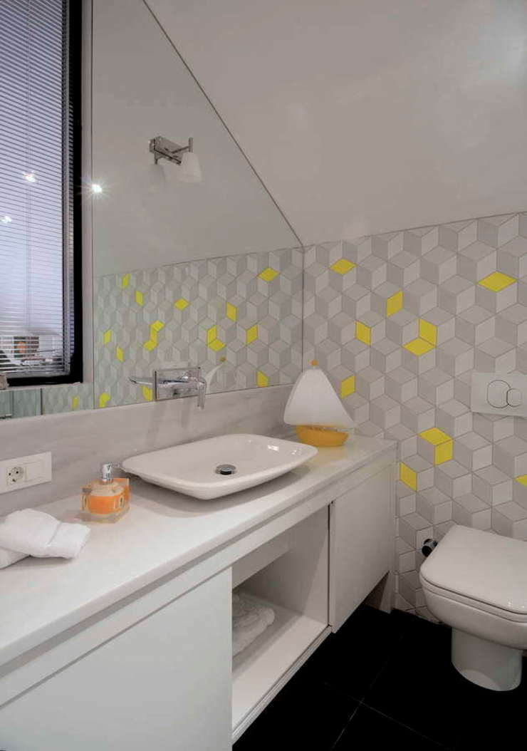 HANDE KOKSAL INTERIORS Modern Bathroom