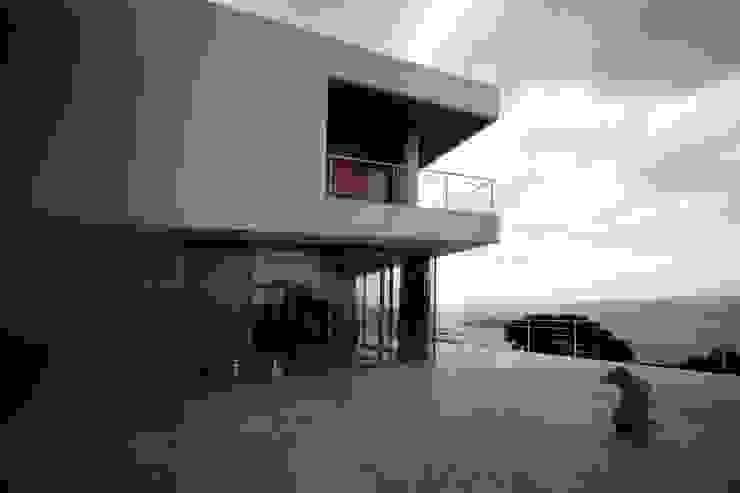 HANDE KOKSAL INTERIORS Casas modernas