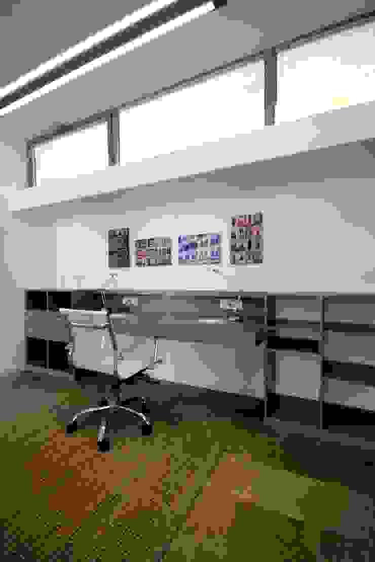 HANDE KOKSAL INTERIORS Estudios y despachos modernos