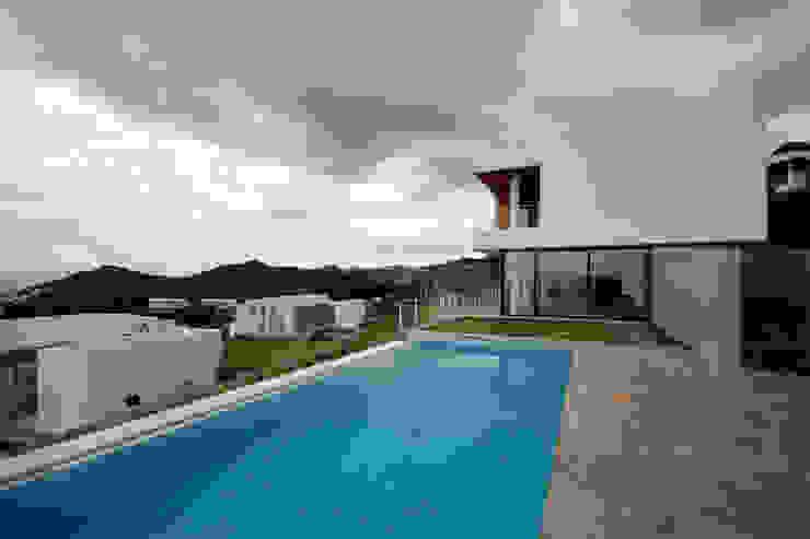 House C4- C4 Evi Modern Evler HANDE KOKSAL INTERIORS Modern