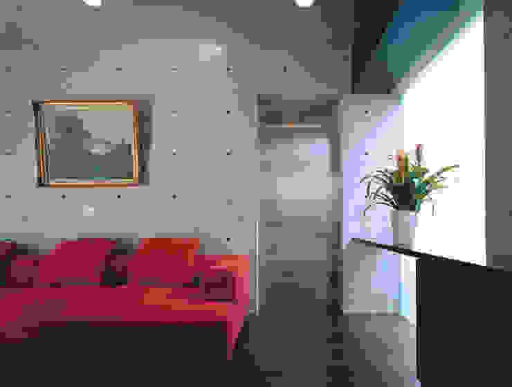 ステンレスのドア モダンデザインの リビング の atelier m モダン 鉄/鋼