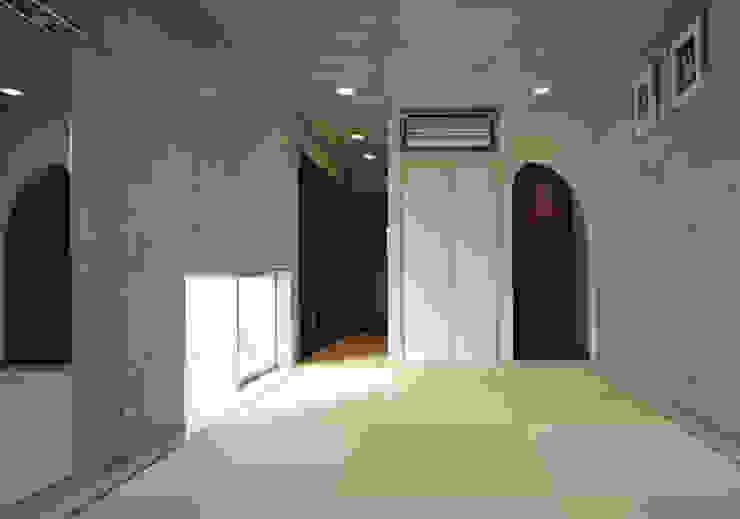 House of Kami من atelier m حداثي باطون مسلح