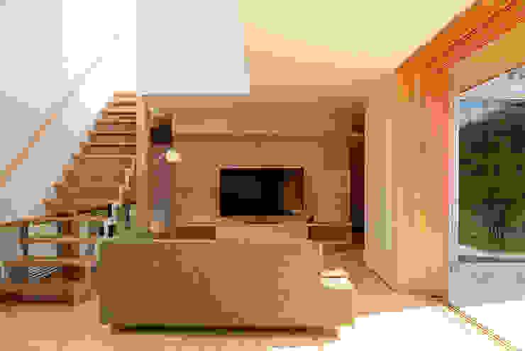 リビング: ARTBOX建築工房一級建築士事務所が手掛けた現代のです。,モダン 木 木目調