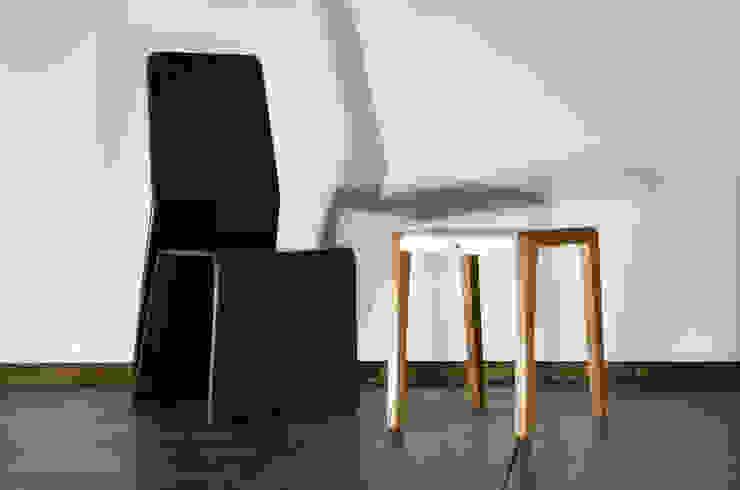 Studio Katra ВітальняТабурети та стільці