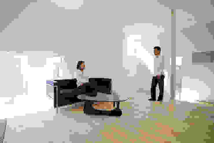 Moderne woonkamers van 一級建築士事務所 Atelier Casa Modern