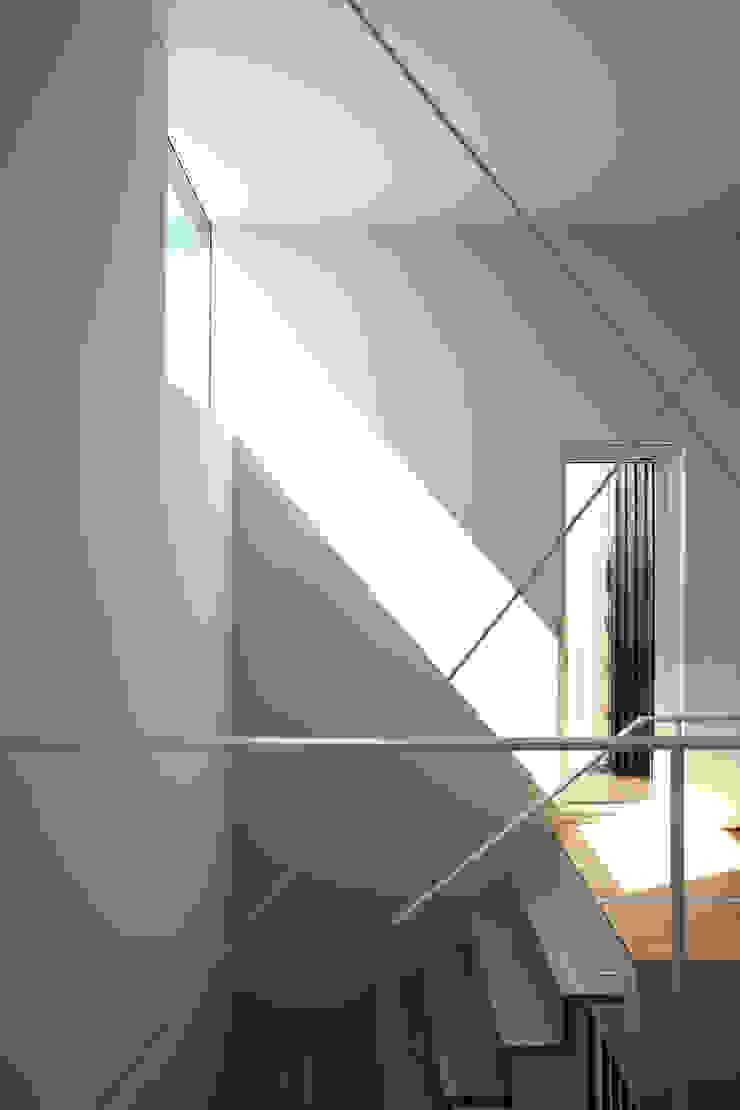 階段 モダンスタイルの 玄関&廊下&階段 の 一級建築士事務所 Atelier Casa モダン