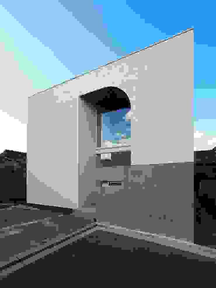 外観 の イシウエヨシヒロ建築設計事務所 YIA モダン ガラス