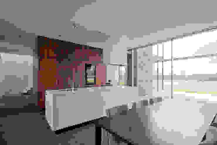 huis IHKB2 Moderne keukens van MIR architecten Modern