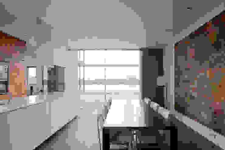 huis IHKB2 Moderne eetkamers van MIR architecten Modern
