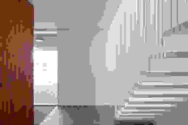 huis IHKB2 Moderne gangen, hallen & trappenhuizen van MIR architecten Modern