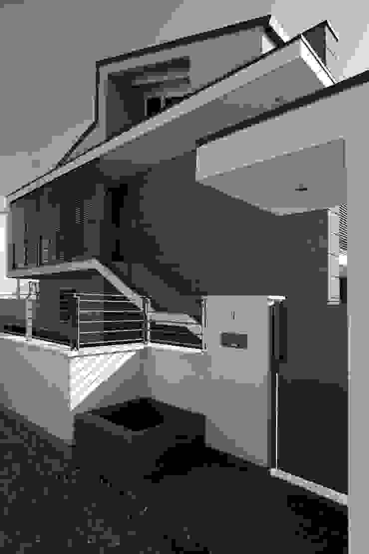 Fronte principale Case moderne di Lorenzo Spinazzi Architetto Moderno